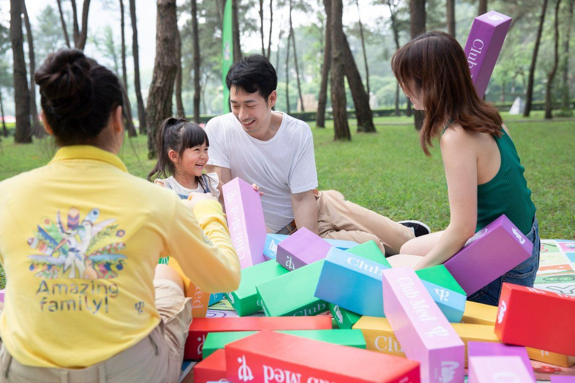 Family playing with Club Med Guilin child at Kids Club