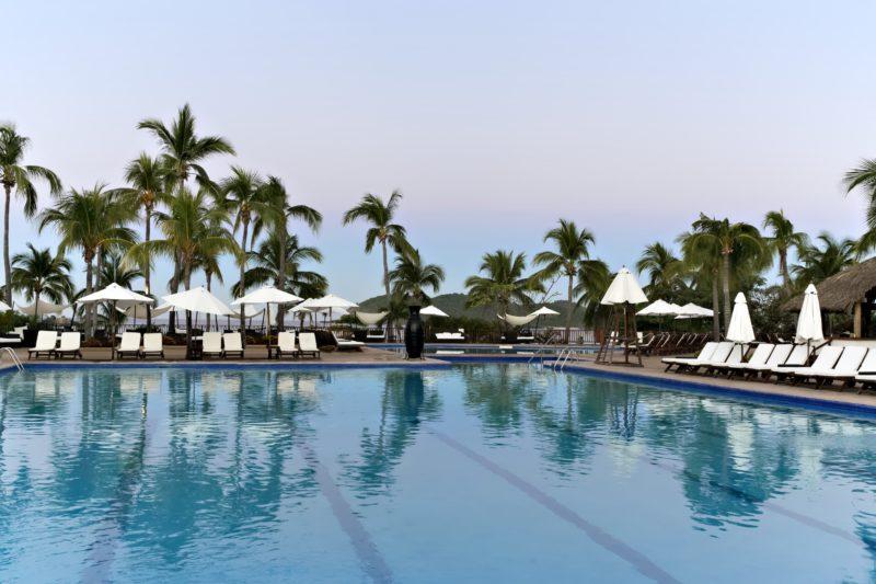 Club med ixtapa pacific pool